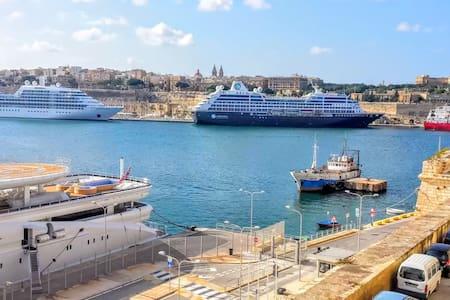 Seafront House opposite Valletta - L-Isla - Casa