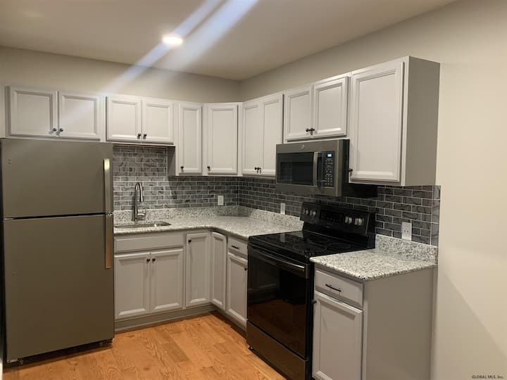 Downtown Albany 2 BR + Workstation Brand New Apt