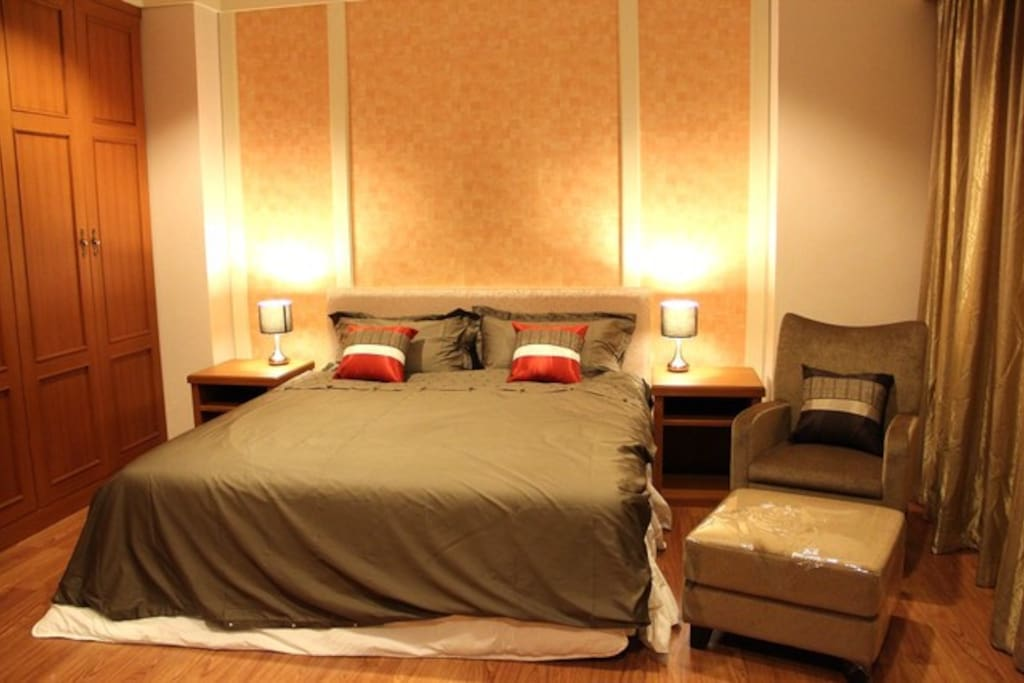 1st Bedroom (King size bed)