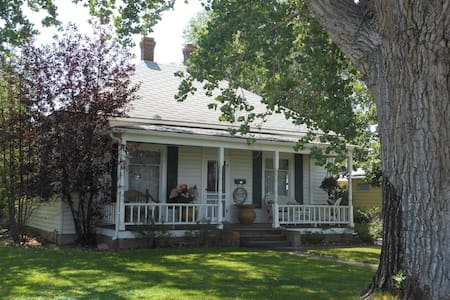Downtown Cody Wyoming Cottage - Dogs welcome - Cody