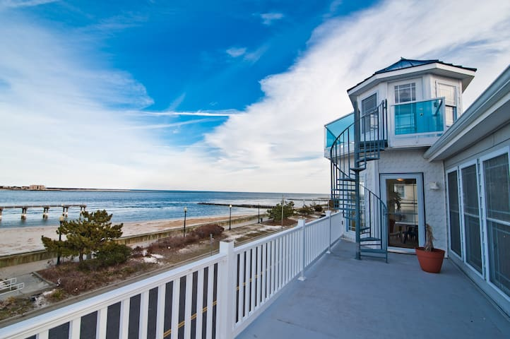 """❤️ When staying at the Corner Beach House will experience 5 Large Decks across 4 stories! Given that the Corner Beach House is on the """"corner"""" you will enjoy panoramic and unobstructed views that wrap around the property! This can ONLY be enjoyed at the Corner beach House! Enjoy a Barbeque with family and friends on your very own outside Deck! We supply a large propane Grill and the propane! Imagine yourself grilling on the deck with the stunning views, sounds and smells of the ocean. It is an extremely popular activity at the Corner Beach House!"""