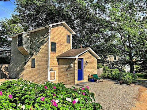 Marshview Cottage:  charming, quiet & water views!