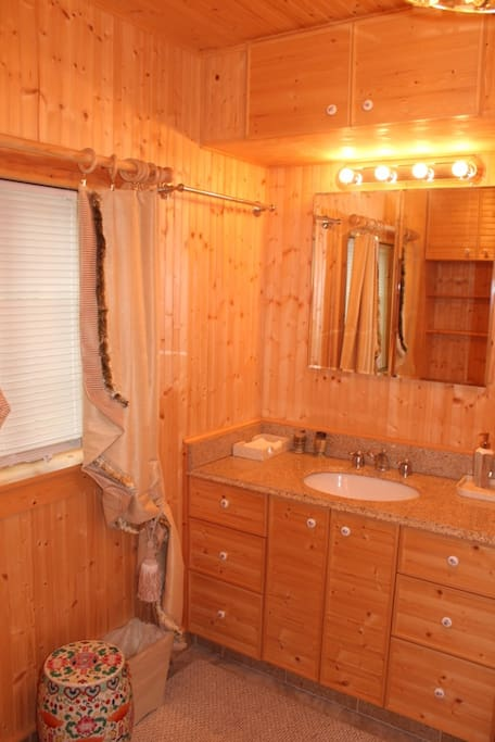 Cottage. Newly renovated bathroom-all amenities included