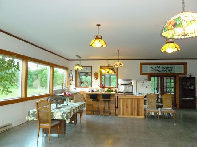 Spacious Farmhouse For group rental - Agassiz - Inny