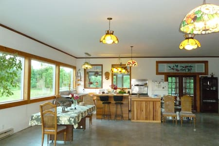 Spacious Farmhouse For group rental - Agassiz - Otros