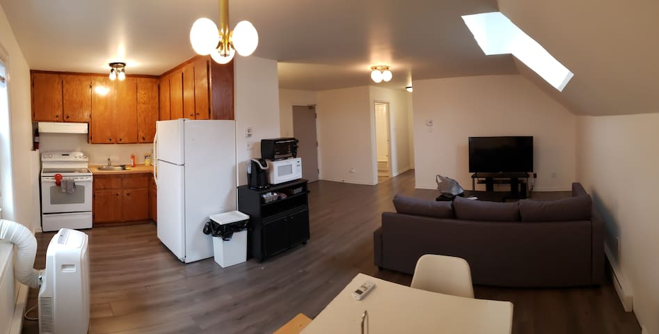 Private 2 Bedroom Apt W/ Parking & Self Check-in