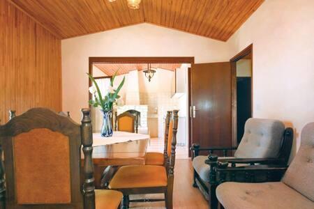 7 Bedrooms Home in Prizba - Prizba