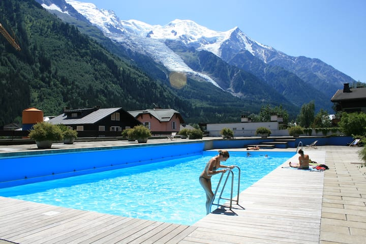 Central Chamonix 3 Bed Appt w POOL