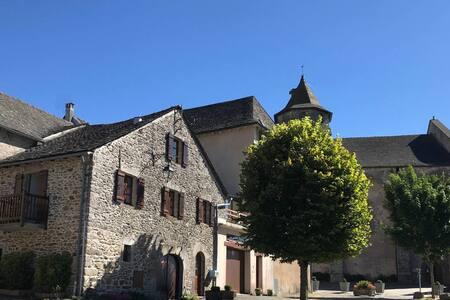 Maison en pierre de 1847 en Aveyron