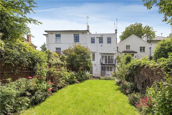 Quiet house, 3 bed/3 bath, private garden