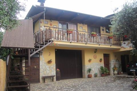 Rustykalny dom na wsi z basenem
