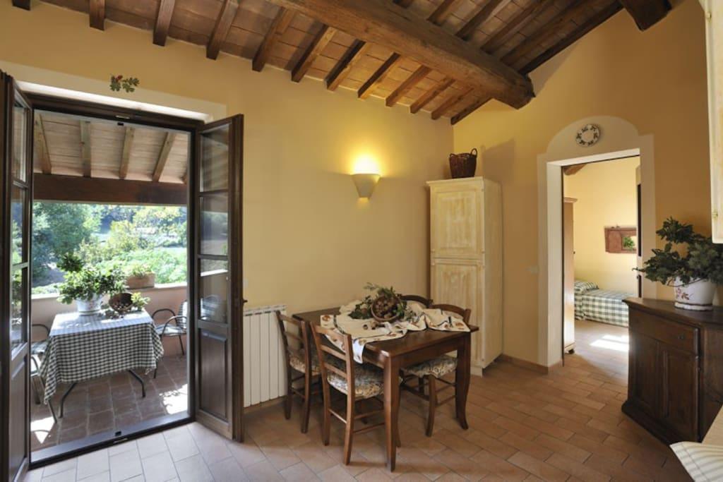 Soggiorno e balcone. LIving room and balcony.
