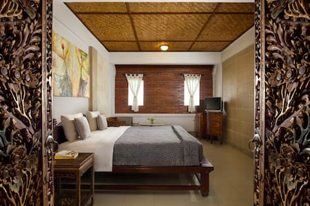 Private Room B&B - WIFI, POOL & RES - Gianyar - Bed & Breakfast