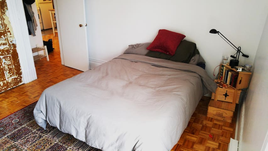 Cozy apt. in St Henri. Easy access to Metro