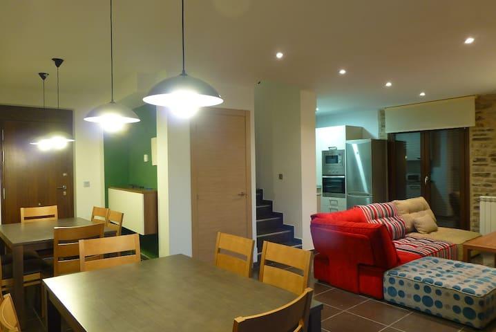 Casa rural de 6 habitaciones - JACA - Haus