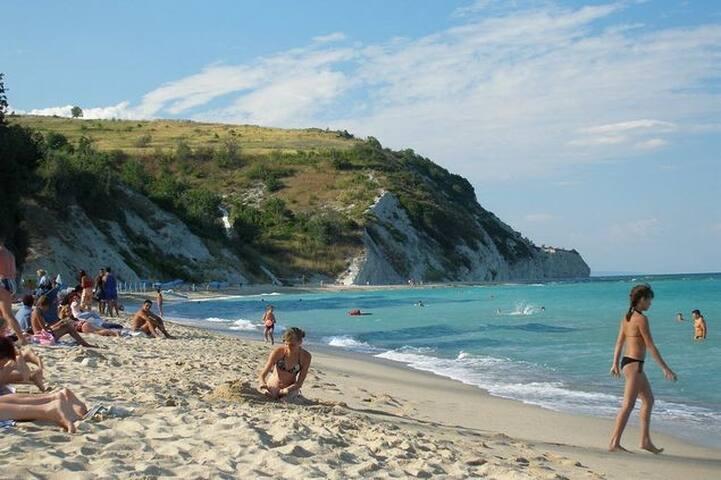 Первая линия, великолепный пляж! Wi-Fi! - Byala - Apartemen