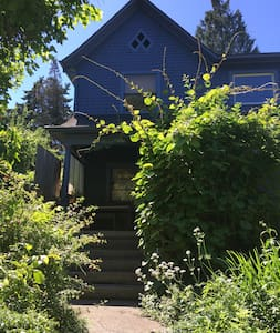 Lovely House-Chez Jardin, by Division St - Portland - House