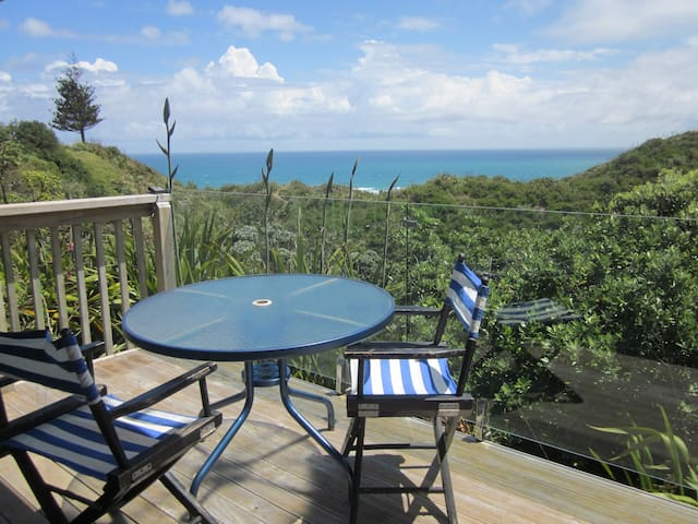 Quiet. Private. Views of the Tasman  Sea. - Baylys Beach - Bed & Breakfast