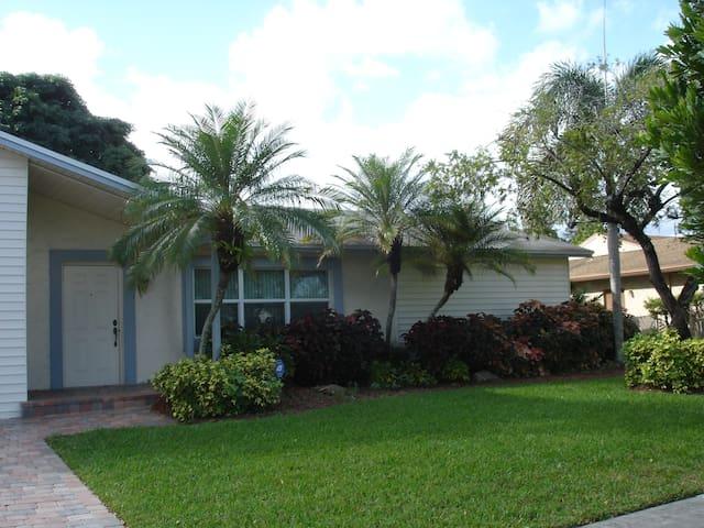Quiet Suburban Ft. Lauderdale Home - Fort Lauderdale - Hus