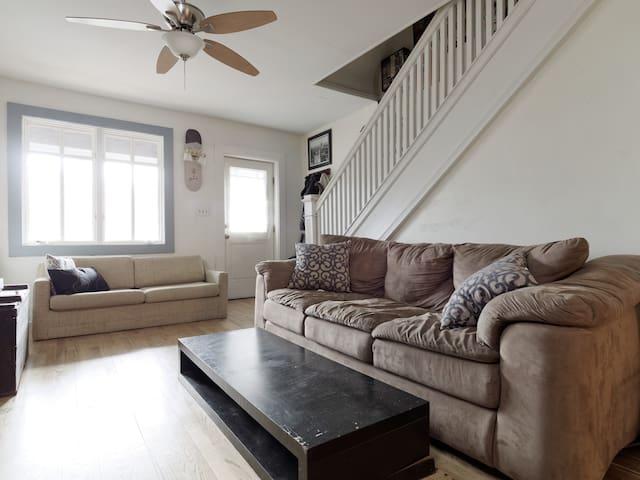 Artist's Home in Hampden - Baltimore - Casa