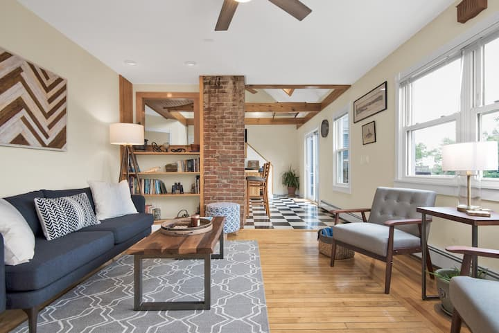 Nautical Townhome 5 Blocks to Breweries, City View