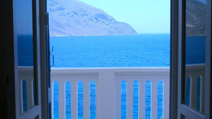 Kastelli Blu SEA, Luxury Waterfront Villa