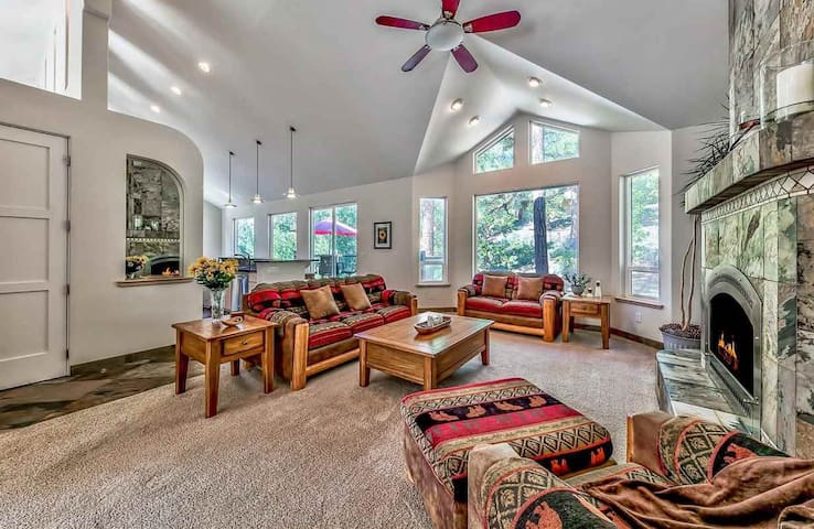 OPEN! 2BR's w/Pool Table & Hot Tub, Walk to Lake!