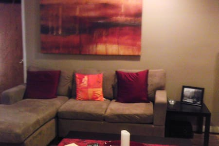 Private bedroom in 3 bedroom house - Los Angeles - House