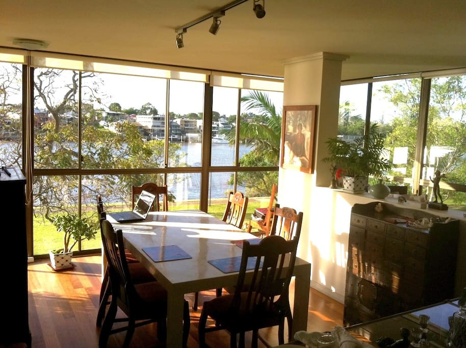 Apartment is on the Brisbane river and park front.