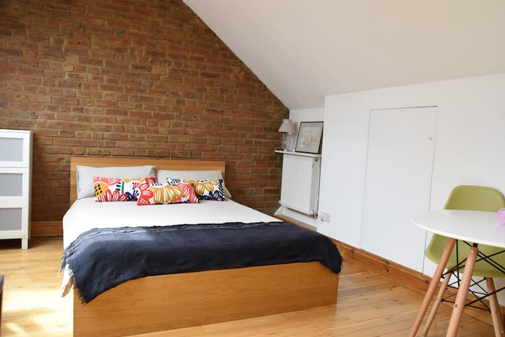 Loft studio with private kitchen and shower room