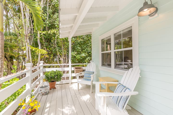 Sanibel Island Cottage w/Sun Porch and Gourmet Kitchen
