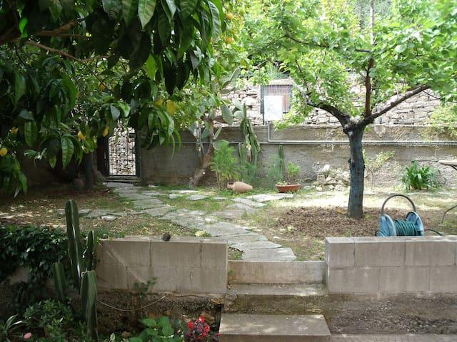 Tranquillo appartamento con giardino - San Bartolomeo Al Mare