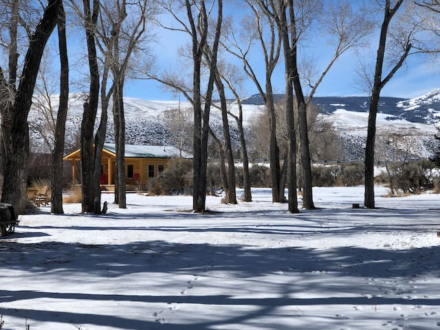 Cabin on the Wind River- sledders welcome