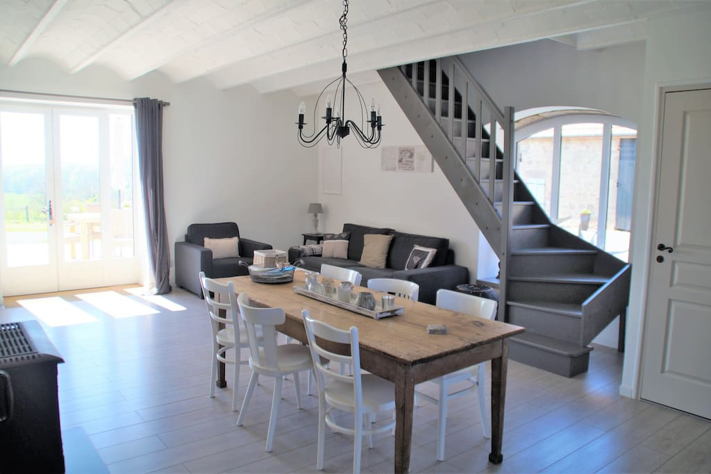 The house, with a bright open living and dining area, accomodates for a maximum of 6 people