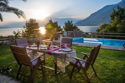 Дом с бассейном у моря с прекрасным видом!!