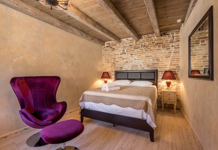 """Heritage Palace Varos """"Comfort room"""""""