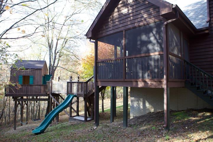 Relaxing Ridgeview Retreat (Playground/Treehouse!)