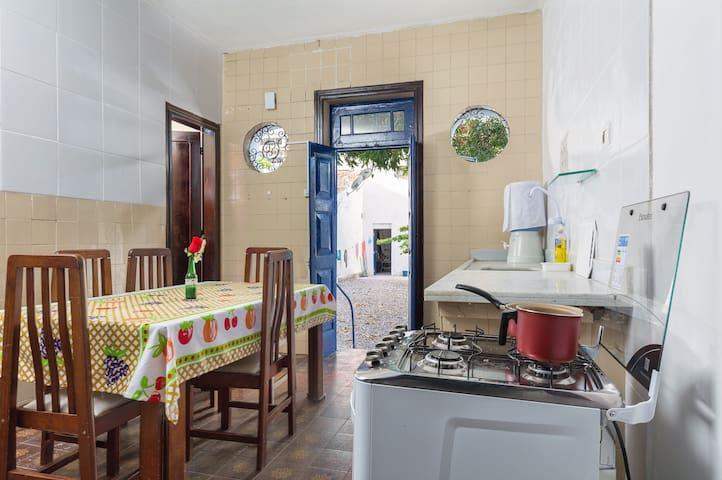 Quarto com Banheiro e Cozinha Compartilhados (01) - Recife - Ev
