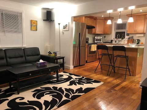 Lovely One Bedroom Townhouse - Downtown Wakefield