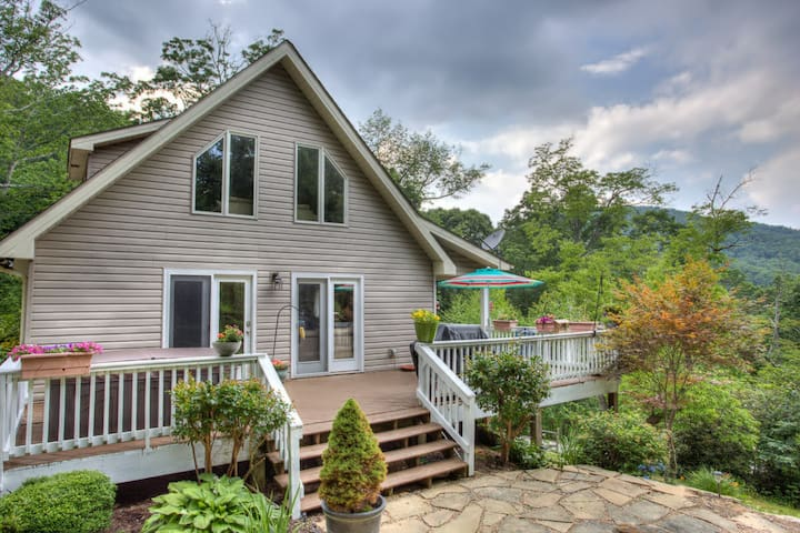Standing Bear / 2 Bedroom-2 Bath Private Mountain Cottage-with Hot Tub! - Hendersonville - Flat