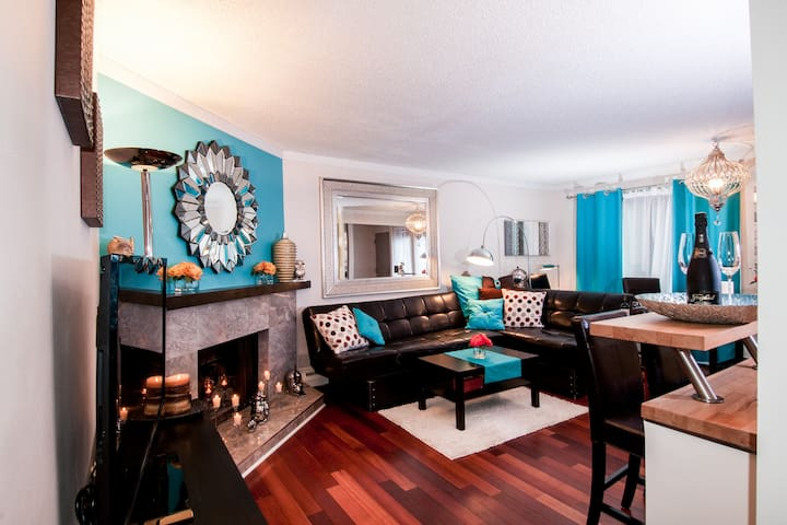 ★★★★★ Downtown & Steps to 17th Ave - Calgary - Apartamento