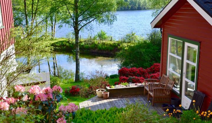 Idyllic house by the lake close to Preikestolen.