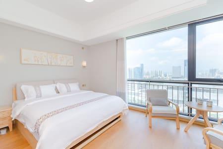 城市阳台欧式简约海景度假公寓