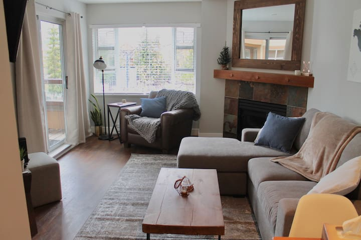 Cozy 1 BR condo at Olympic Plaza in the Village