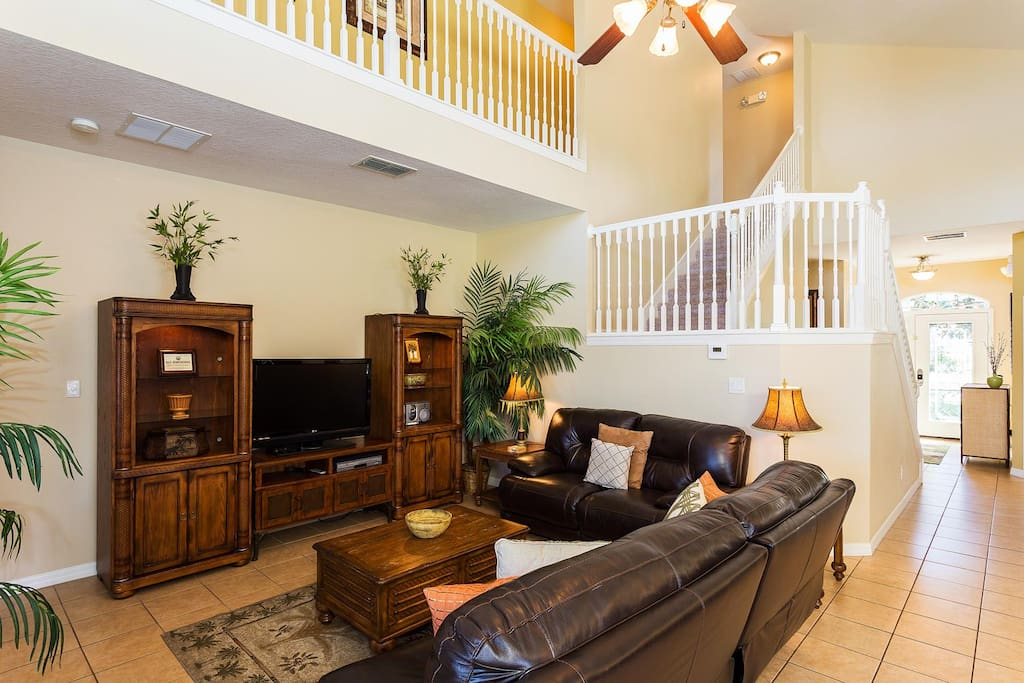 Spacious living area with 42-inch LCD TV, surround sound, DVD/VCR combo & PS2