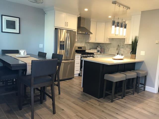 5 minutes to Disney, New, Clean and Cozy - Anaheim - Apartment