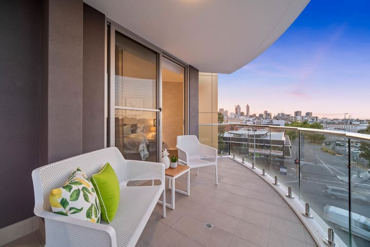 New East Perth 2 Bedroom fully furnished Apartment