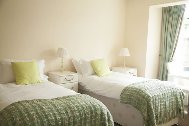 Spacious Twin Room in Charming Village