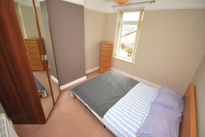 Cosy room in hip Canton, close to City Centre - Cardiff - Haus