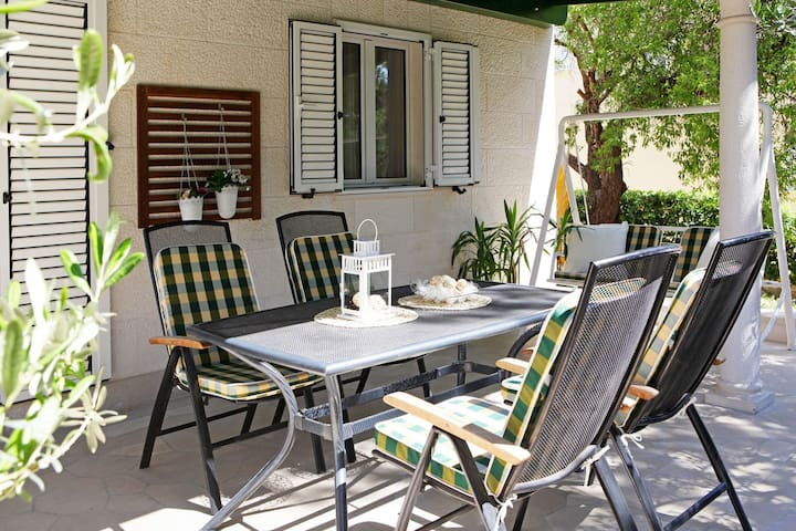Quiet and 100m from the beach, up to 6 - Adria 1